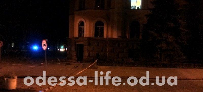 Центр Одессы подбросило: взорвали СБУ (ФОТО)