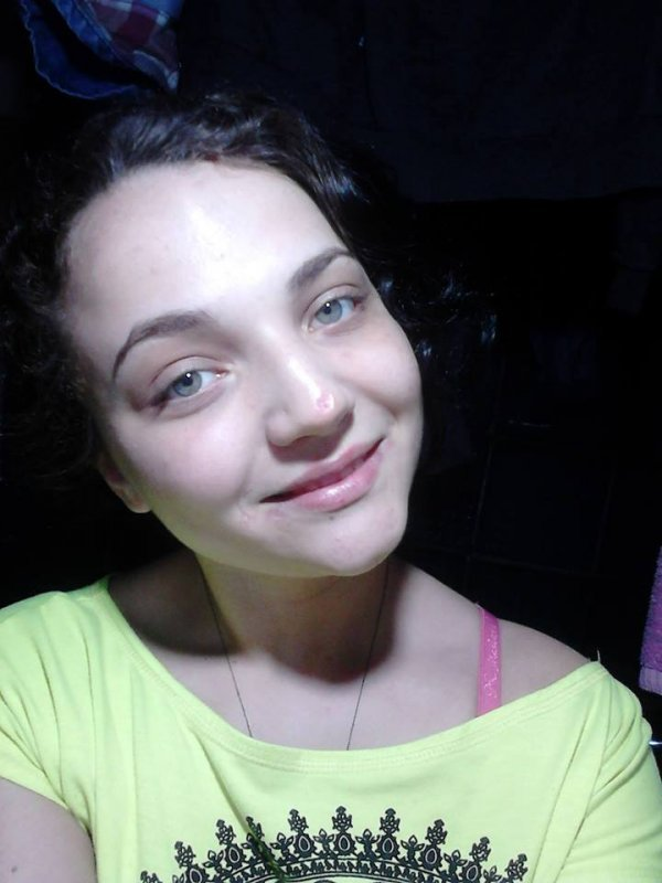 Молоденькая красоточка девственница порно фото