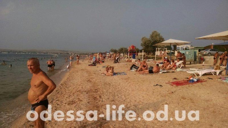 В маленьком курортном городке Щелкино туристов столько же, сколько и до 2014 года. Правда теперь почти все - россияне.