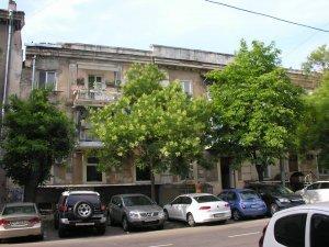 Аварийный фасад на Жуковского