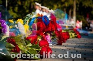 Возложение цветов в Одессе на День независимости