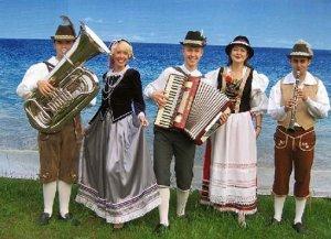 Немцы в национальных костюмах