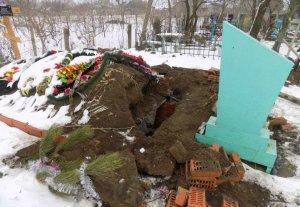 Разрытая могила в с. Шабо