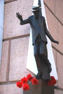 Памятный монумент на доме, где жил Семен Крупник