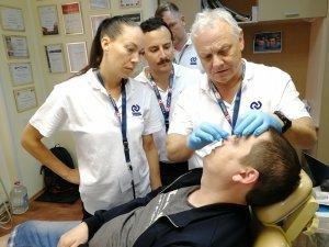 6. Профессор Антонишин с коллегами осматривает очередного пациента.