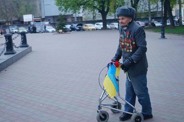 В Одессе митингующие заблокировали милиционеров, требуя снять маску с сепаратиста, стрелявшего в украинцев - Цензор.НЕТ 8749