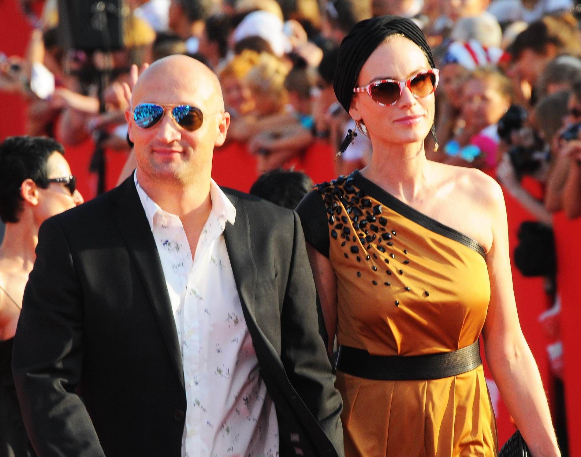 Дмитрий марьянов фото с женой свадьба