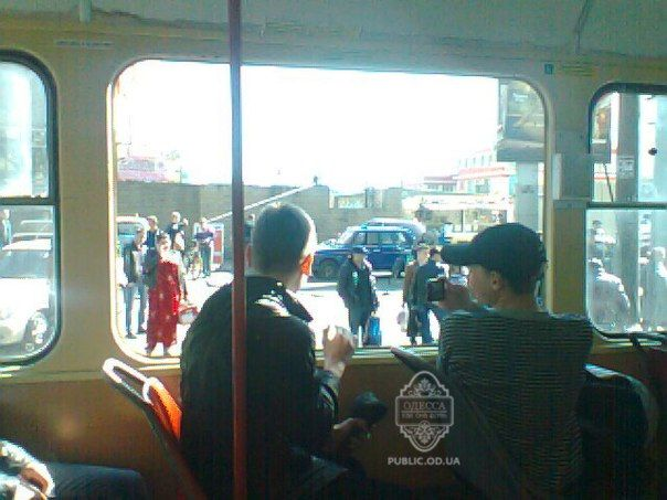 В 28 трамвае выпало окно