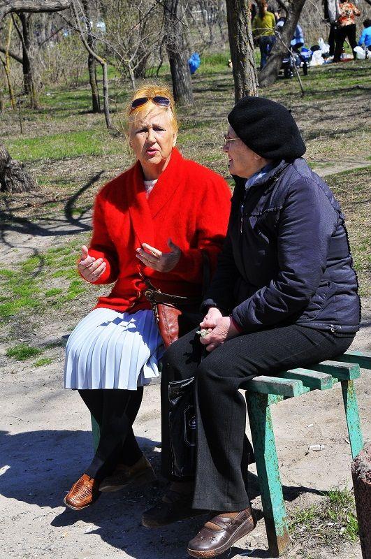 В Одессе почувствовали тепло: мамочки вышли с колясками, а знойные красотки