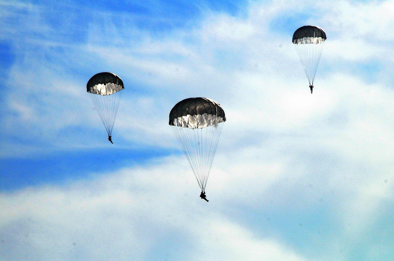 часть картинка десантники прыжок парашют небо потом