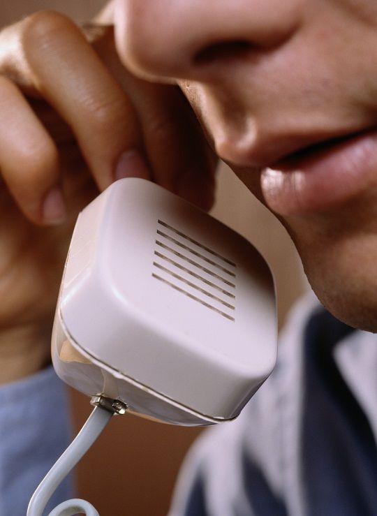Телефонные угрозы и оскорбления человека