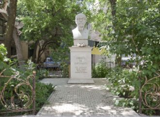Памятник создателю эсперанто Людвику Заменгофу в Одессе