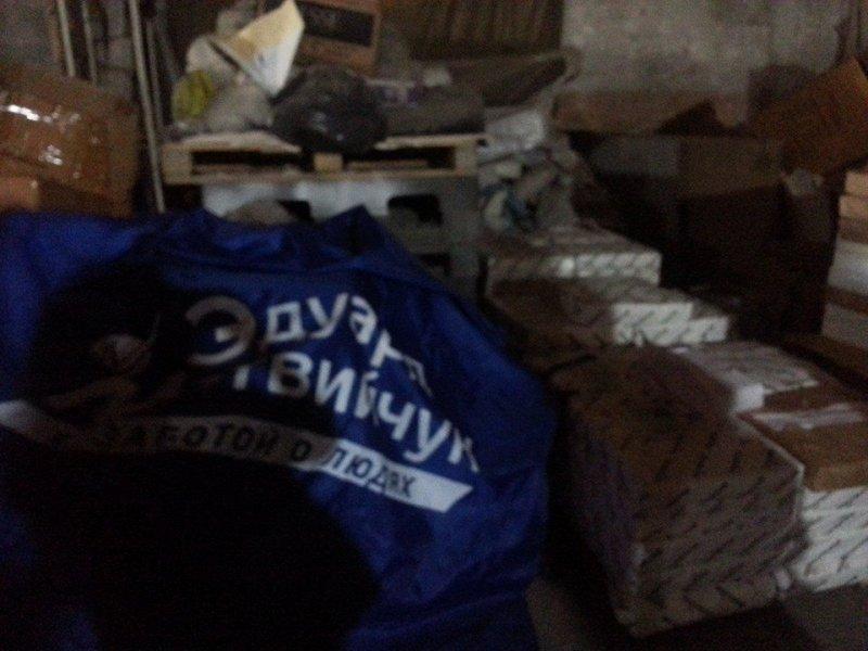 Активисты нашли склад Матвийчука, где хранятся детские площадки и агитпродукция (ФОТО)