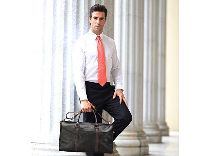 Кожаный аксессуар для деловых мужчин