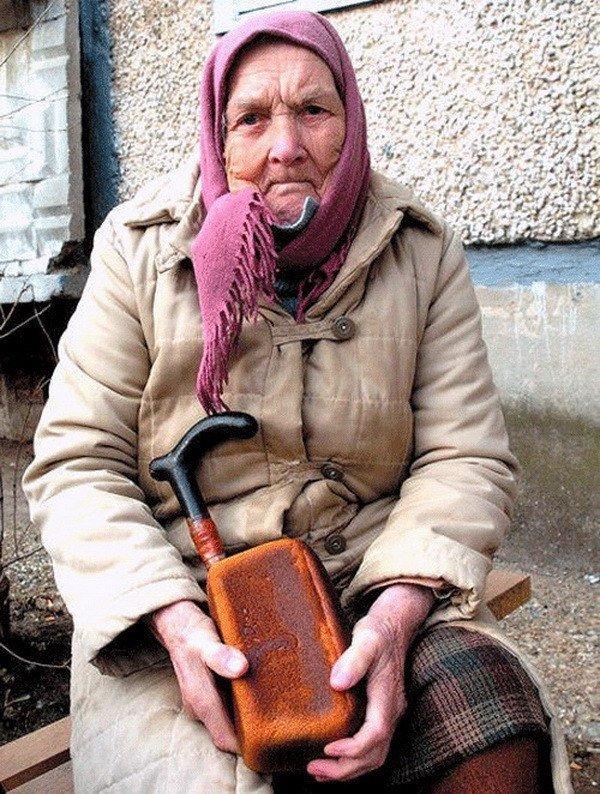 Одесситы призывают помочь старикам хлебом