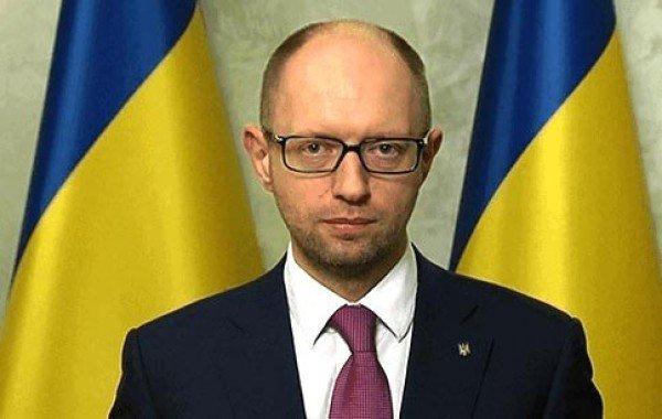 Яценюк: новая Конституция будет приниматься на референдуме