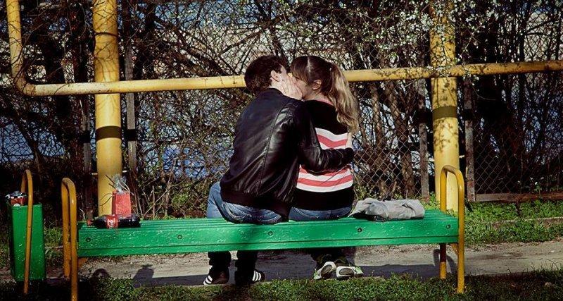 Весна пришла в Одессу: горожане загорают и целуются (ФОТО)