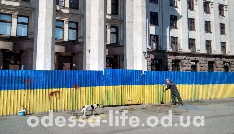 Неизвестные увезли с Куликова поля мемориал погибшим 2 мая (ФОТО; ОБНОВЛЕНО)