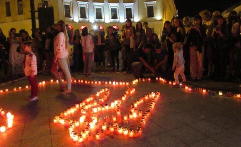 У Дюка выложили герб Украины из свечей (ФОТО)