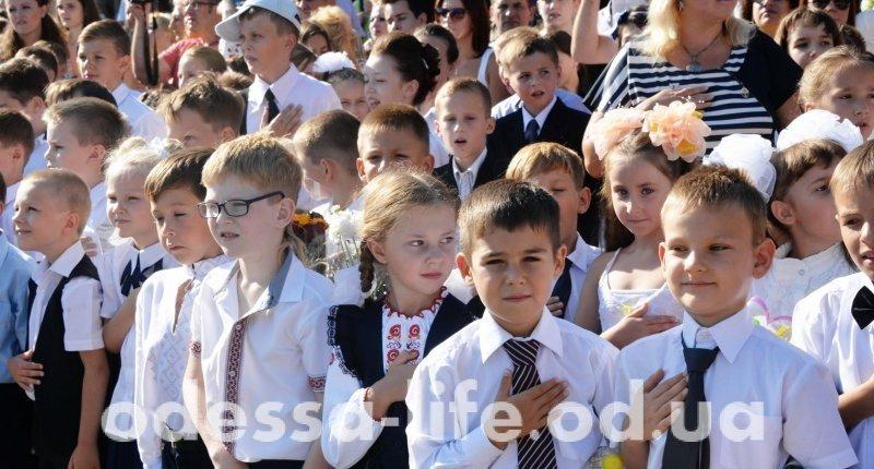 Одесса пестрит школьниками в вышиванках (ФОТО)