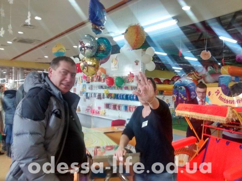 Скандал: посетителей торгового центра не пускают в туалет (ФОТО)