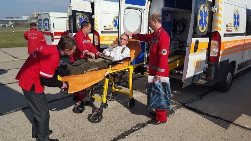 В Одессе встретили очередной борт с ранеными бойцами АТО (ФОТО)