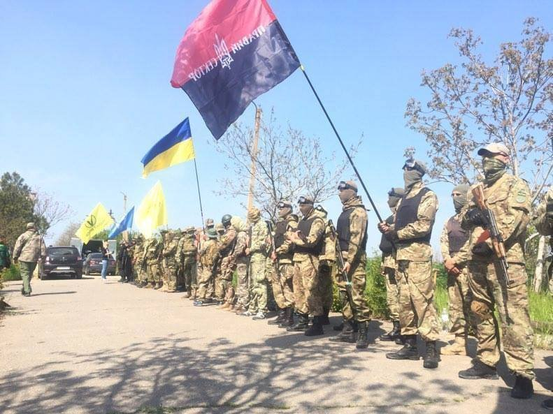 «Недопустим путинскую шваль в любимый город» – патриоты провели военизированную тренировку (ФОТО)