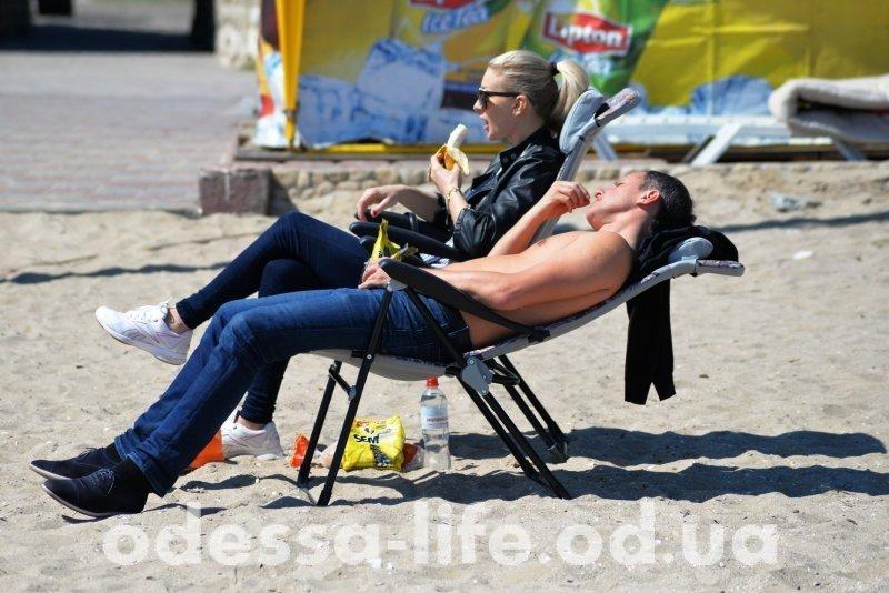 2 мая в Одессе загорали, купались и жарили шашлык (ФОТОРЕПОРТАЖ)
