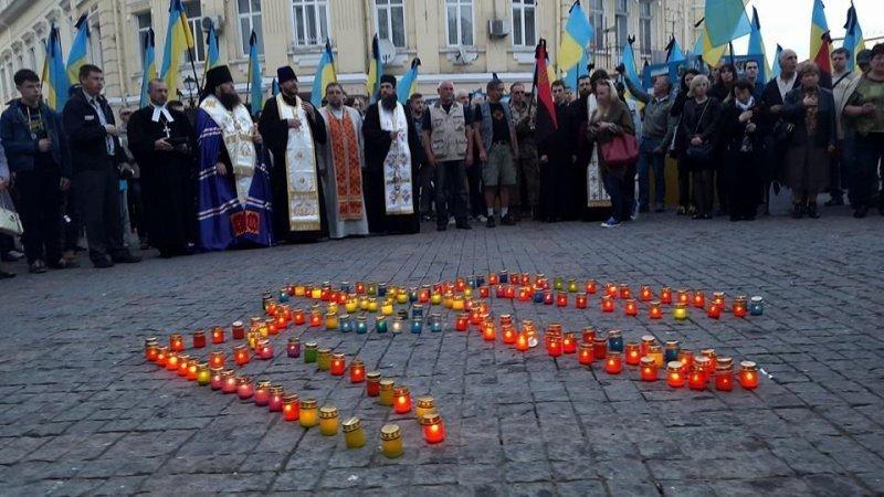В центре Одессы сотни человек посетили панихиду по погибшим в майской трагедии (ФОТО)