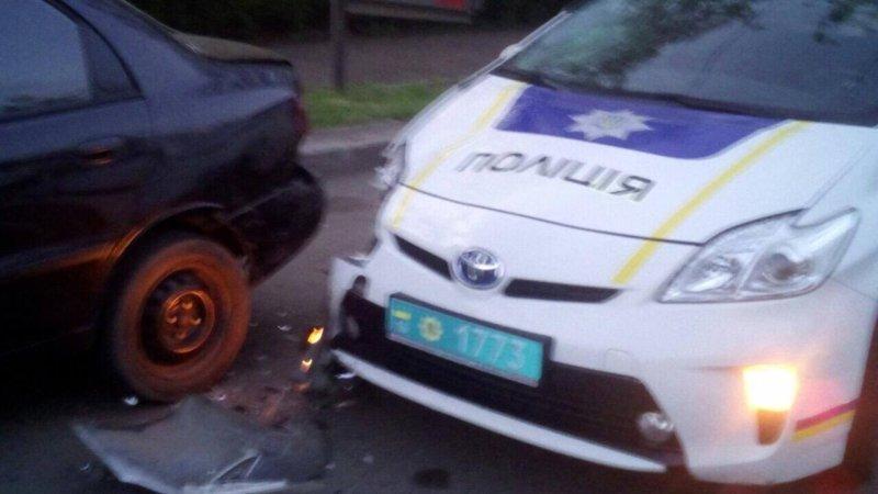 Машина патрульной полиции сбила мужчину (ФОТО)