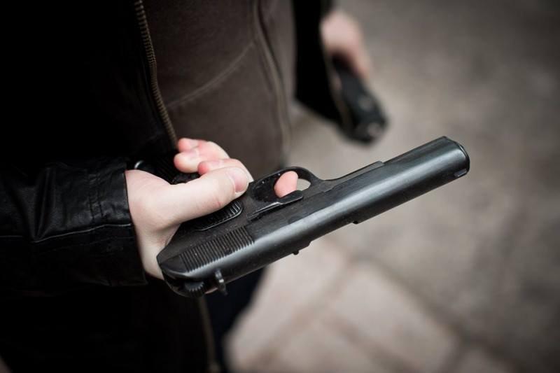 В Одесской области полицейские задержали мужчину с боевым пистолетом и гранатой