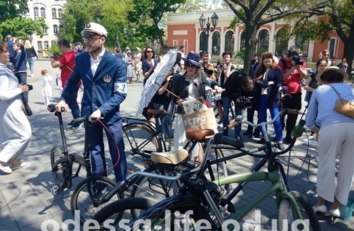 У Оперного стартовал велопарад гламурных одесситов (ФОТО)