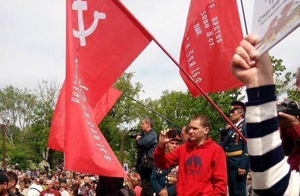 Шабаш на Аллее Славы: георгиевские ленты и красные флаги (ФОТО; ОБНОВЛЕНО)