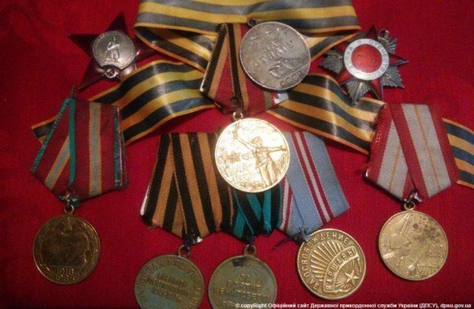 Через границу пытались переправить медали и ордена