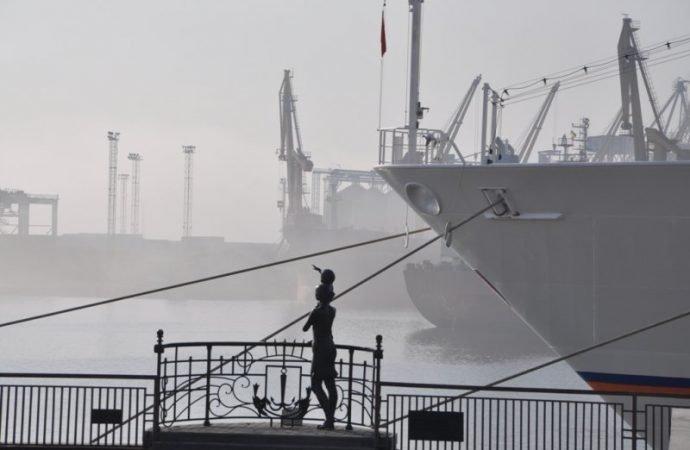 Белоснежный лайнер открыл круизный сезон в Одессе (ФОТО)