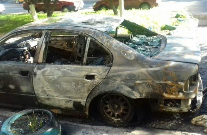 В Одессе сгорело несколько автомобилей (ФОТО)