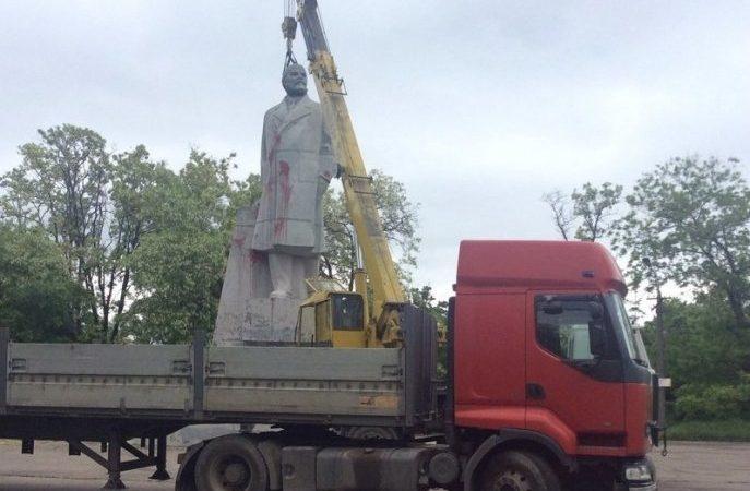 Живее всех живых: Ленина в Одессе не снесли