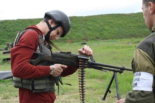 Одесские школьники стреляли из автомата, пулемета и снайперской винтовки (ФОТО)
