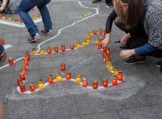 Одесситы зажгли свечи, выражая солидарность крымским татарам (ФОТО)