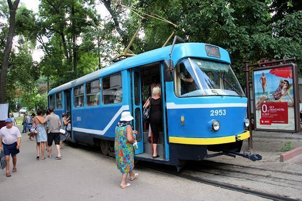 Автохам на час заблокировал движение трамваев