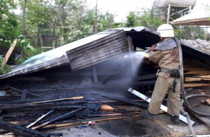 В Затоке подожгли 9 деревянных домов (ФОТО)