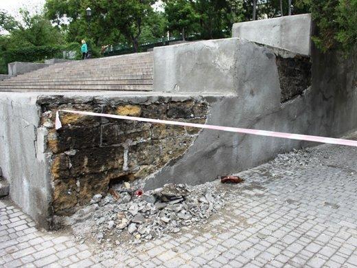 На Потемкинской лестнице уже огородили места ремонтных работ (ФОТО)