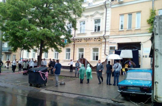 В Одессе перекрыли улицу из-за старинного свитка (ФОТО)
