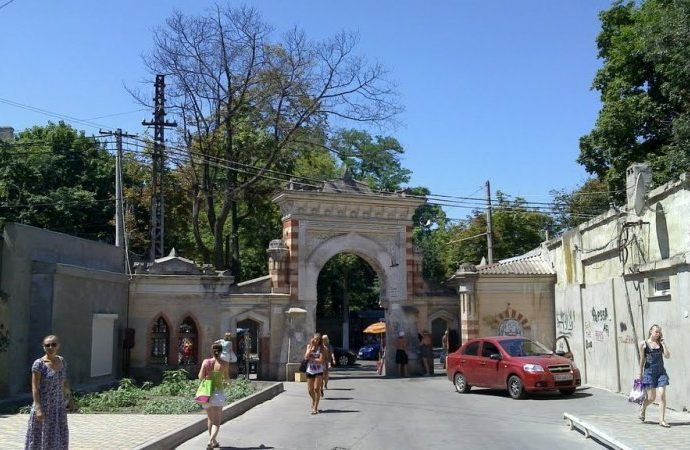 Облсовет передал Одессе здание горсовета, памятник Дюку, Мавританскую арку и подвал