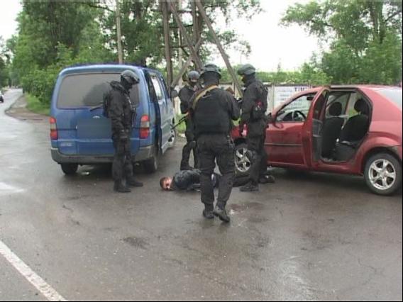 Четверо в масках связали пятерых детей и выстрелили в их мать: нелюдей поймали под Одессой