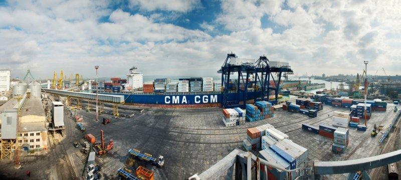 Контейнерный бум: как на терминале в Хлебной гавани справляются с наплывом контейнеров?