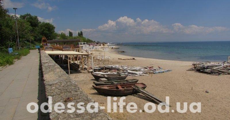 На одесских пляжах после сильного ливня просят не купаться
