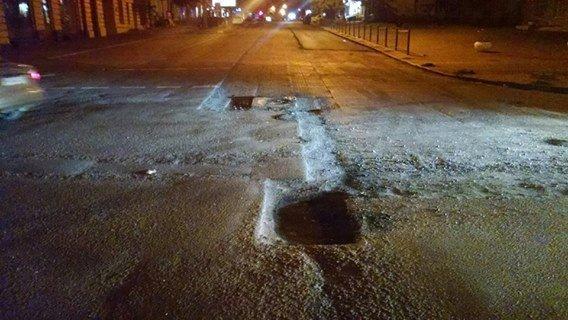 Брошенные и нарезанные ямы на Жуковского привели к серьезной аварии (ФОТО)