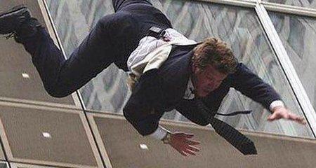Парень выпал из окна второго этажа на Ланжероновской