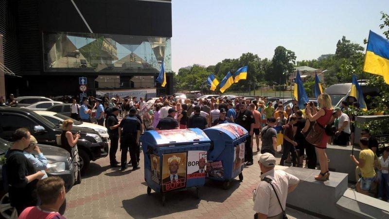 Общественники митинговали с титушней, которая при другом раскладе будет их возить лицом по асфальту, – Сердюк